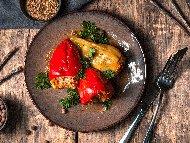 Печени пълнени чушки със сирене и домати